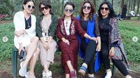 Mayangsari mengundang sekitar 30 temannya berkunjung ke kampung halamannya di Purwokerto, Jawa Tengah (Dok.Instagram/@mayangsaritrihatmodjoreal/https://www.instagram.com/p/B3G1FH2ALcn/Komarudin)
