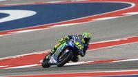 Pebalap Movistar Yamaha, Valentino Rossi, menempati posisi keempat pada sesi latihan bebas kedua MotoGP Austin di Circuit of the Americas, Texas, AS, Jumat (21/4/2017). (Bola.com/Twitter/YamahaMotoGP))
