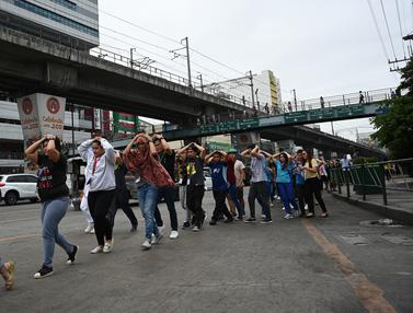 Para Pekerja di Manila Ikut Pelatihan Antisipasi Gempa Bumi