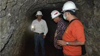 Penelusuran terowongan jalur lori di eks penambangan di Kliripan, Hargorejo Kokap. (KRJogja.com/Agus Sutata)