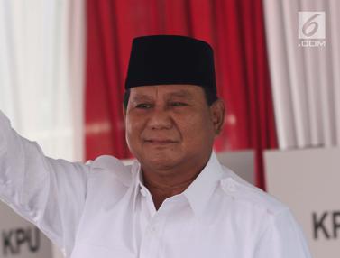 Prabowo Gunakan Hak Pilih di TPS 041 Bojong Koneng