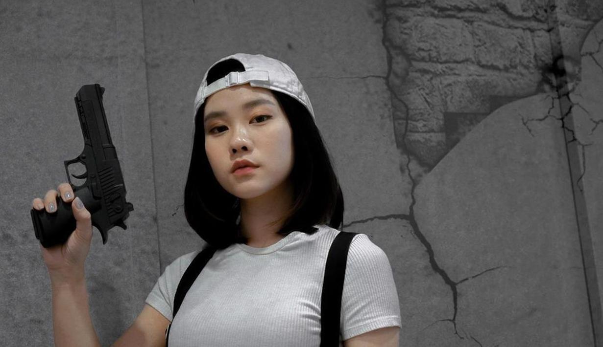 FOTO: Gaya Jessica Jane saat Pakai Topi, Tampil Casual dan ...