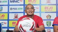 Pelatih Sabah FA, Kurniawan Dwi Yulianto. (Bola.com/Iwan Setiawan)