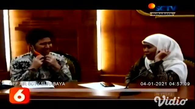 Wakil Gubernur Jawa Timur, Emil Elestianto Dardak mengaku sudah berkomunikasi melalui telepon dengan Gubernur Jawa Timur, Khofifah Indar Parawansa. Gubernur menyampaikan kondisinya sehat dan tanpa gejala sejak dinyatakan positif Covid-19.