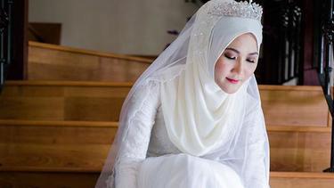 Inspirasi Gaun Pengantin Hijab Warna Putih Cocok Untuk Akad