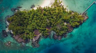 Surga Tersembunyi di Pulau Setanau yang Berada di Natuna. sumberfoto: barrykusuma