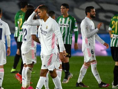 FOTO: Real Madrid Gagal Gusur Atletico Madrid usai Ditahan Imbang 0-0 Real Betis - Raphael Varane