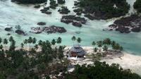 Penampakan Daerah yang dilanda tsunami di pulau Mentawai pada 27 Oktober 2010. Kini ilmuwan Indonesia dan AS tengah mengembangkan alat pendeteksi Tsunami yang lebih canggih. (AP Photo/ Achmad Ibrahim)