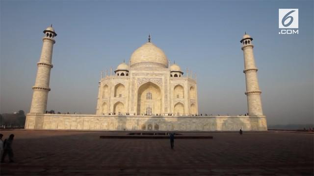 Dinding Taj Mahal mengalami perubahan warna dari putih menjadi kuning. Hal ini membuat mahkamah India meminta Pemerintah India segera turun tangan memperbaikinya.