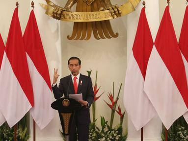 Presiden Joko Widodo memberikan sambutan saat membuka rapat kerja Kepala Perwakilan Republik Indonesia dengan Kementerian Luar Negeri di Gedung Pancasila, Jakarta, Senin (12/2). Rapat dihadiri 134 perwakilan RI di luar negeri. (Liputan6.com/Angga Yuniar)