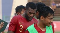 Pelatih Timnas Indonesia U-22, Indra Sjafri, menyebut Marinus Wanewar sebagai sosok yang cerdas, dewasa, dan mampu mengendalikan emosi dalam pertandingan. (Bola.com/Zulfirdaus Harahap)