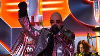 Vokalis Judas Priest, Rob Halford, saat tampil di konser mereka di Ancol, Jumat (7/12). (Riicom)