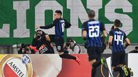 Striker Inter Milan Lautaro Martinez merayakan gol ke gawang Rapid Wina pada leg pertama 32 besar Liga Europa di Allianz Stadion, Wina, Kamis (14/2/2019). (AFP/Joe Klamar)