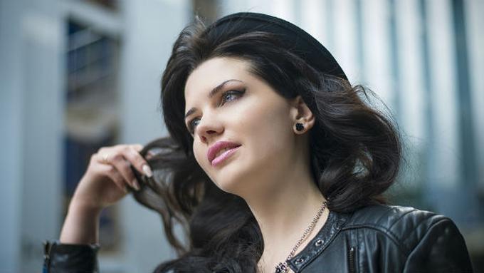 Cara Merawat Warna Rambut Hitam dengan Bahan Alami - Beauty