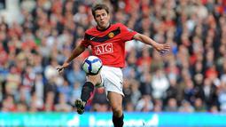 2. Michael Owen, diboyong dari Newcastle, peraih Ballon d'Or 2001 itu gagal menunjukan tajinya. Ex bintang Liverpool ini hanya tampil sebanyak 52 kali dan mencetak 17 gol, angka yang rendah untuk ukuran striker di klub sebesar MU. (AFP/Paul Ellis)
