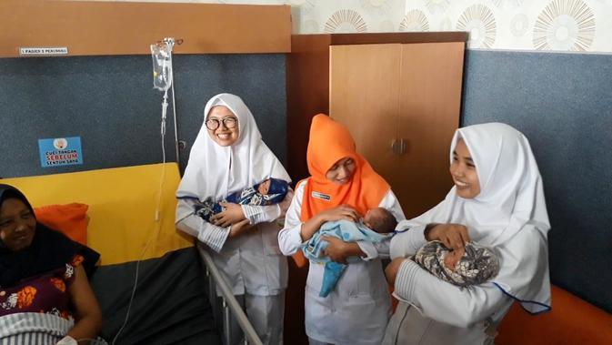 Bayi kembar tiga lahir dengan persalinan normal di Majenang Kabupaten Cilacap Jawa Tengah. (Foto: Liputan6.com/Muhamad Ridlo)
