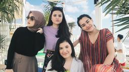 Diandra Marsha juga terlihat sering menghabiskan waktu liburan bersama Marsha Aruan dan Aaliyah Massaid. Diandra terlihat bersama Marsha dan Aaliyah ketika mereka berlibur ke Bali beberapa waktu lalu. (Liputan6.com/IG/@diandramarsha)