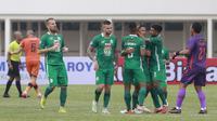 Para pemain PSS Sleman merayakan gol yang dicetak oleh Irfan Bachdim saat melawan Persiraja Banda Aceh dalam laga pekan kedua BRI Liga 1 2021/2022 di Stadion Madya, Jakarta, Sabtu (11/9/2021). (Foto: Bola. Com/ M Iqbal Ichsan)
