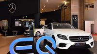 Mercedes-Benz E 350 e dianugerahi penghargaan sebagai 'Best Electric Vehicle' dan 'Best Sedan' pada ajang IIMS 2018 (dok. Mercedes-Benz)
