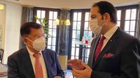 Wakil Presiden RI ke-10 dan 12 Jusuf Kalla usul para ahli medis yang berhasil menemukan obat Corona dan dapat menghentikan pandemi COVID-19 agar diberikan penghargaan saat pertemuan di Roma, Italia, Kamis (22/10/2020). (Tim Komunikasi Jusuf Kalla/JK)