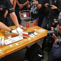 Selain barang bukti narkoba, polisi juga temukan barang ini saat penangkapan anak Elvy Sukaesih.