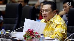 Ketua Komisi III DPR Bambang Soesatyo memimpin rapat dengan Kepala BNPT, Asisten Perencanaan dan Anggaran Kapolri dan PPATK di Kompleks Parlemen, Senayan, Jakarta, Selasa (19/9). (Liputan6.com/JohanTallo)