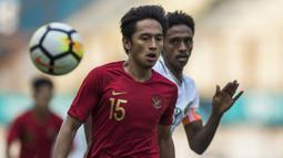 Striker Timnas Indonesia, Hanis Saghara, mengejar bola saat melawan Arab Saudi pada laga persahabatan di Stadion Wibawa Mukti, Jawa Barat, Rabu (10/10/2018). Indonesia kalah 1-2 dari Arab Saudi. (Bola.com/Vitalis Yogi Trisna)