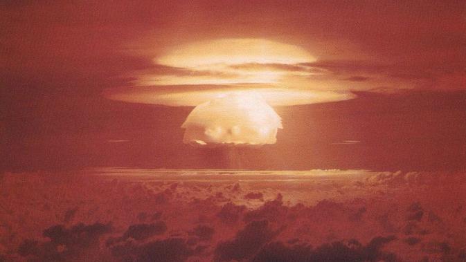 Uji coba bom atom 15 megaton di Bikini Atoll pada 1 Maret 1954. (Public Domain)
