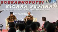 "Wakil Ketua MPR dari Fraksi PDIP Ahmad Basarah (kanan) dan Kurator Surat Bersejarah Bonnie Triyana Aryono (kiri), menjadi pembicara dalam acara diskusi ""Bicara Sejarah"" di Jakarta, Sabtu (17/11). (Liputan6.com/Johan Tallo)"