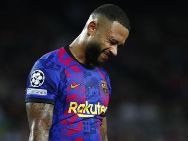Pertemuan dua klub raksasa Eropa pada matchday 1 Grup E Liga Champions 2021/2022 berakhir dengan kekalahan sang tuan rumah, Barcelona. Tak tanggung-tanggung, Bayern Munchen habisi Barca dengan skor 3-0. (Foto: AP/Joan Monfort)