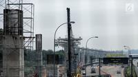Kondisi proyek pembangunan LRT Cibubur, Jakarta, Senin (13/8). Menurut Menhub progres fisik pengerjaan LRT di Cibubur sudah 40 persen sementara progres pembangunan LRT Jabodebek secara kumulatif mencapai 25 persen. (Liputan6.com/Faizal Fanani)