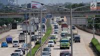 Sejumlah kendaraan melaju di ruas Tol Jakarta Outer Ring Road (JORR), Jakarta, Rabu (21/2). Empat ruas Tol JORR yang akan diintegrasikan yaitu ruas W2 Utara, JORR S, JORR Non-S, dan Pondok Aren-Ulujami. (Liputan6.com/Angga Yuniar)