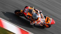Rider Repsol Honda Alex Marquez pada tes MotoGP di Sirkuit Sepang. (AFP/Mohd Rasfan)