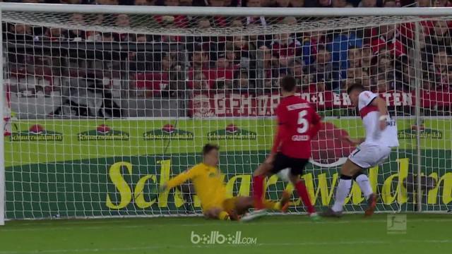 Mario Gomez tampil brilian dengan mencatat brace untuk kemenangan 2-1 Stuttgart atas Freiburg dalam lanjutan Liga Jerman, Sabtu (1...
