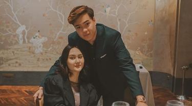 Go Public, Ini 6 Potret Kebersamaan Jeje Soekarno dan Sang Kekasih