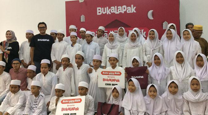 Buka puasa bersama Bukalapak di Panti Asuhan Al-Akhyar, Kemang, Jakarta Selatan. Liputan6.com/ Andina Librianty