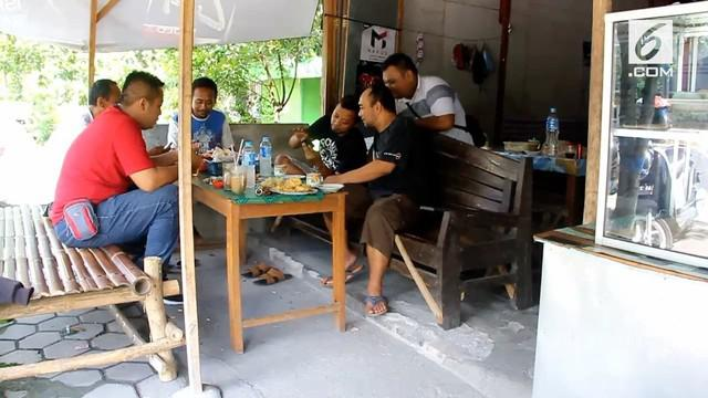 Video mesum yang diduga diperankan oleh pelajar beredar luas di Ngawi, Jawa Timur. Polisi saat ini meminta keterangan bukti dan saksi untuk mengungkap kasus.