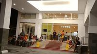 Pengunjung di salah satu hotel di Manado berhamburan ketika gempa Halmahera terjadi. (Liputan6.com/Yoseph Ikanubun)