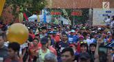 Peserta mengikuti Borobudur Marathon 2018 di Pelataran Taman Lumbini Borobudur Magelang, Minggu (18/11). Peserta Marathon terbagi 3 kategori, yakni Full Marathon 2.883 orang, Half Marathon 3.888 orang dan 10K sebanyak 2.901 orang. (Liputan6.com/Gholib)