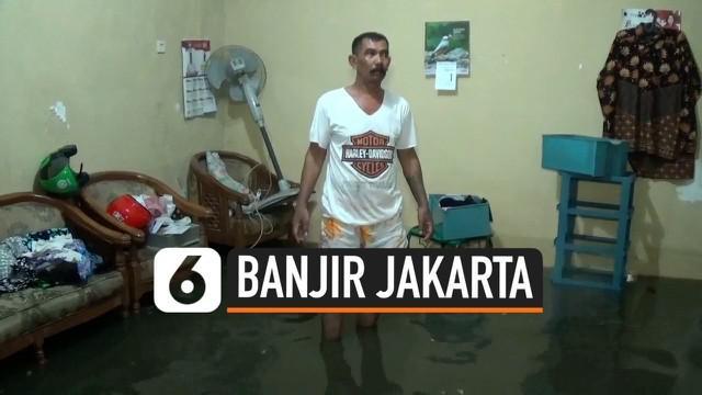 Hujan yang menguyur Jakarta dari Jumat (01/11/2019) malam hingga Sabtu (02/11/2019) dini hari membuat kawasan Cipinang Melayu Jakarta Timur direndam banjir. Banjir juga diakibatkan penyumbatan pada saluran drainase.