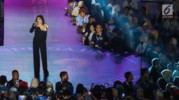 Penyanyi Ashanty saat membawakan lagu pada acara Young Entrepreneur Summit (YES) 2019 di Istora Senayan, Jakarta, Rabu (10/4). Roadshow YES 2019 merupakan program inspiratif dengan menghadirkan artis dan pengusaha muda guna mencetak entrepreneur yang handal. (Liputan6.com/Fery Pradolo)