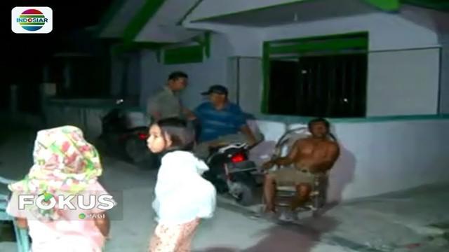 Hampir satu pekan pascagempa dan tsunami, aliran listrik belum menyentuh Kota Palu. Akibatnya, Palu menjadi gelap gulita saat malam hari.