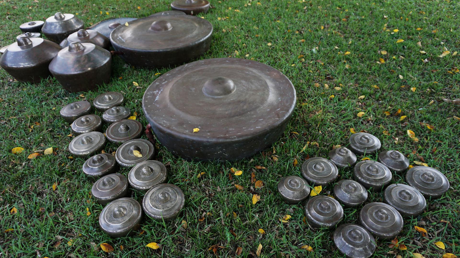 Tradisi membersihkan gamelan pusaka di Pura Mangkunegaran, Solo, Jawa Tengah, sudah menjadi ritual sejak Mangkunegara V. (Liputan6.com/Fajar Abrori)