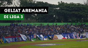 Aremania ramai-ramai mendukung Arema Indonesia yang berlaga di Liga 3 Indonesia.