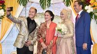 Jokowi saat menghadiri resepsi pernikahan atlet Pencak Silat, Hanifan dan Pipiet Kamelia. (dok. Instagram @jokowi/https://www.instagram.com/p/BsRjLOah1BT/Putu Elmira)