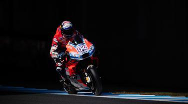 Pebalap Ducati, Andrea Dovizioso, saat beraksi pada sesi kualifikasi di Sirkuit Motegi, Jepang, Sabtu (20/10/2018). Andrea Dovizioso akan memulai balapan MotoGP Motegi dari posisi terdepan sedangkan Marc Marquez keenam. (AFP/Martin Bureau)