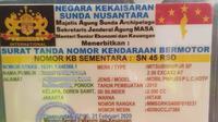 Barang bukti kartu TNB Kekaisaran Sunda Nusantara yang diamankan polisi dari pengemudi Mitsubishi Pajero Sport yang mengenakan pelat palsu SN 45 RSD. (Istimewa)
