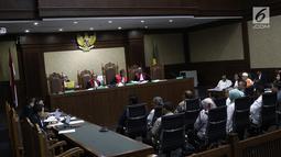 Sejumlah saksi dihadirkan dalam sidang lanjutan kasus suap DPRD Sumut di Pengadilan Tipikor, Jakarta, Rabu (5/12). Keempat anggota DPRD Sumut itu diduga menerima suap dari mantan Gubernur Sumut Gatot Pujo Nugroho. (Liputan6.com/Herman Zakharia)