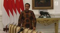 Presiden Joko Widodo bersiap menemui Sekjen ASEAN Dato Paduka Lim Jock Hoi dari Brunei Darussalam beserta Delegasi di Istana Merdeka, Jakarta, Jumat (23/3). Pertemuan membahas pembangunan gedung baru sekretariat ASEAN. (Liputan6.com/Angga Yuniar)