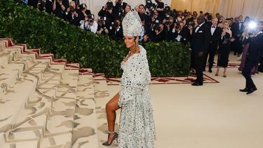 [Fimela] Kostum Rihanna di Met Gala